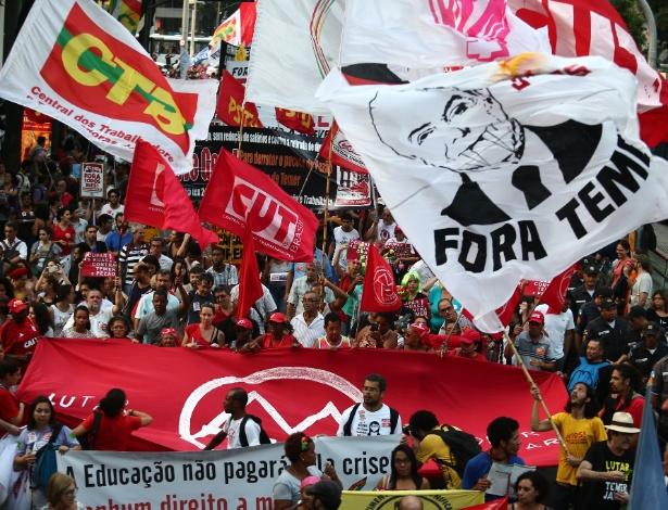 Manifestantes ligados aos movimentos sociais se reuniram no centro do Rio para protestar contra a PEC 55