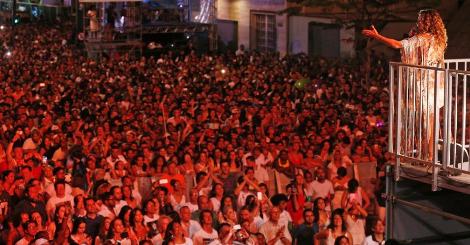 31.dez.2016 - Cantora Daniela Mercury se a?apresenta na Festa de Réveillon da Avenida Paulista, em São Paulo