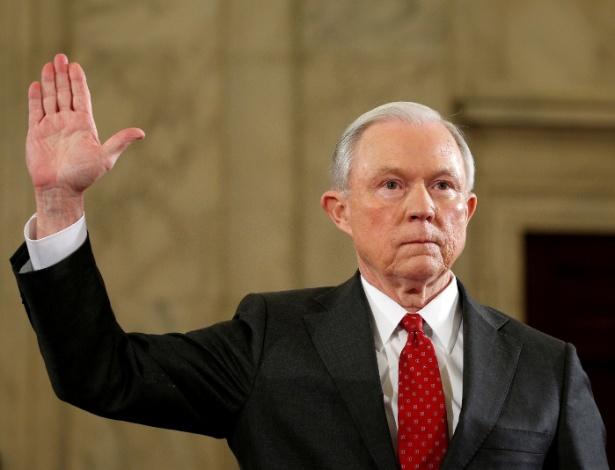 Secretário de Justiça, Jeff Sessions, durante confirmação no cargo no Senado
