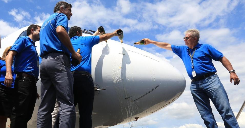 Embraer apresenta novo jato comercial E195-E2
