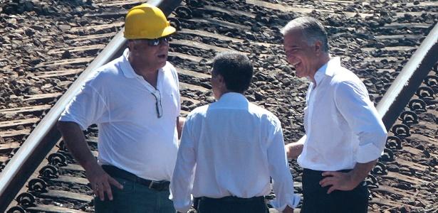 Júlio Lopes, então secretário estadual de Transportes, foi flagrado sorrindo no local onde havia ocorrido um acidente com um trem, em janeiro de 2014. Na época, a imagem gerou indignação e protestos