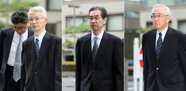 Ex-diretores da Tepco chegam para primeira sessão de julgamento, em Tóquio, nesta 6ª