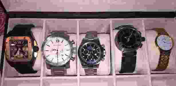 Além de dinheiro em espécie, os agentes da PF também apreenderam relógios e outros itens - Divulgação/PF