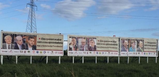 Sindicatos e entidades trabalhistas do Rio Grande do Sul espalharam outdoors com nome de deputados do Estado favoráveis à reforma da Previdência