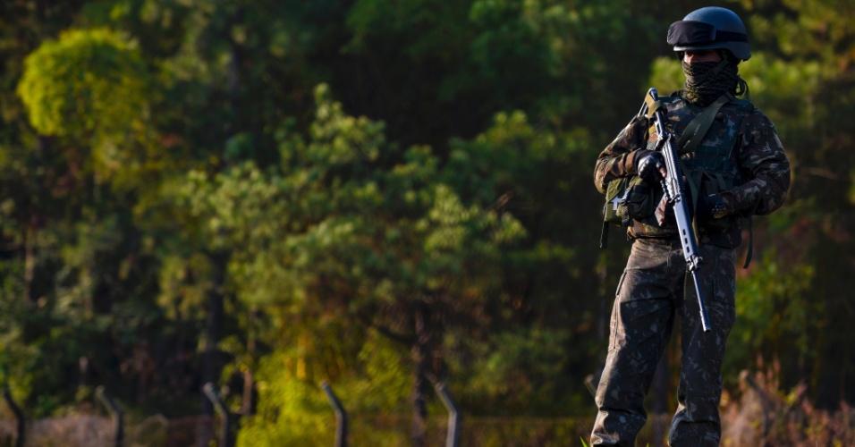 Militares do Exército no Vale do Paraíba se concentram na Refinaria Henrique Lage (Revap), em São José dos Campos (SP), na manhã desta segunda-feira (28). Os militares estão mobilizados desde sexta-feira (25), após o governo federal acionar as Forças Armadas para desobstruir estradas com protestos de caminhoneiros contra o preço do diesel