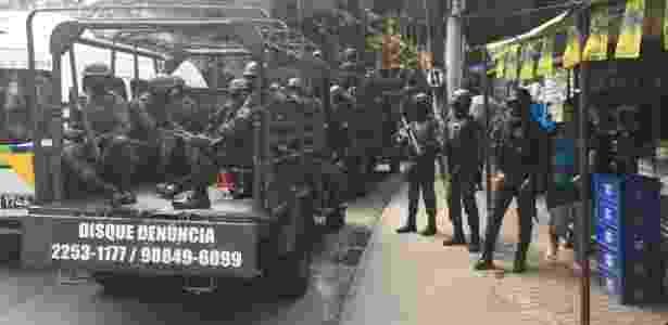 25.jul.2018 - Forças Armadas reforçam cerco da PM à Rocinha, no Rio - Luis Kawaguti/UOL
