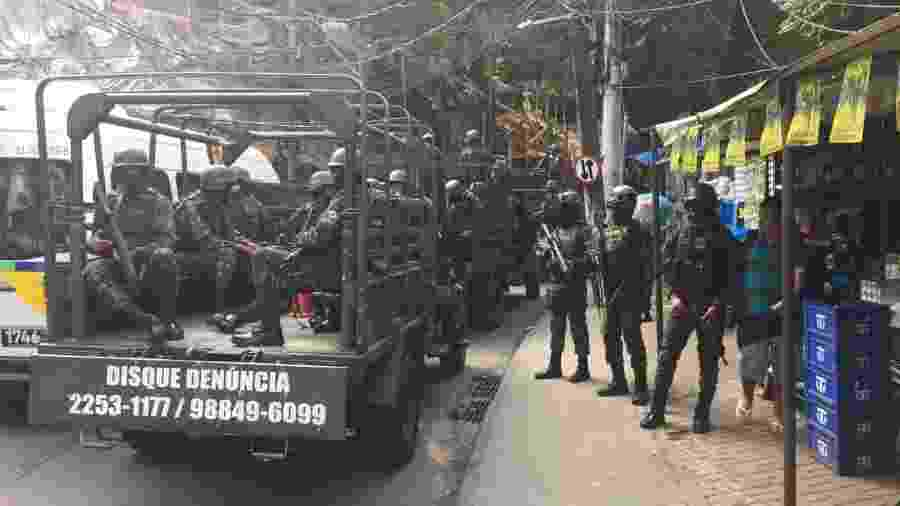 Forças Armadas reforçam cerco da PM à Rocinha, no Rio - Luis Kawaguti/UOL