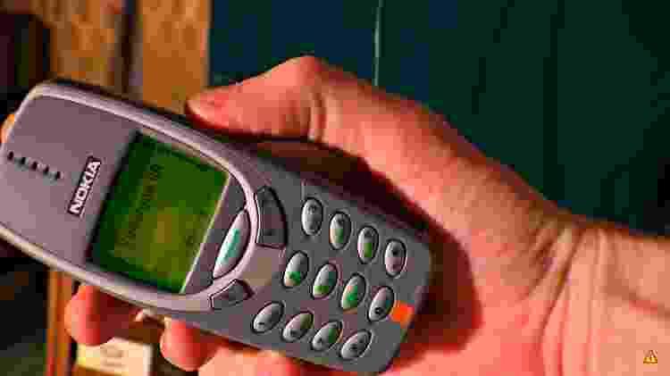 3 - Isso é o que acontece ao carregar um Nokia 3310 com 1 milhão de volts - Reprodução/Kereosan - Reprodução/Kereosan