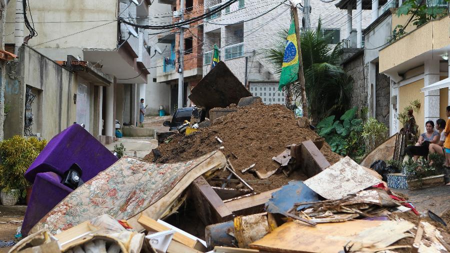 Dois prédios desabaram na Muzema em abril de 2019, deixando 24 mortos - Wilson Junior/Estadão Conteúdo