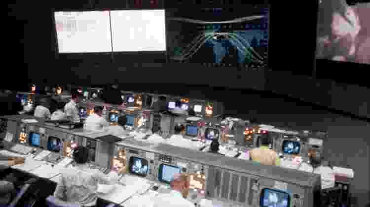A sala de controle, que teve seus dias de glória durante a corrida espacial, supervisionou mais de 40 missões espaciais, inclusive a Apollo 11, quando o homem pisou na Lua pela primeira vez - Nasa