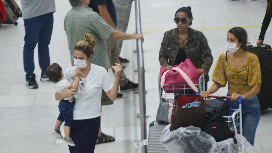 13.mar.2020 - Movimentação no Aeroporto Santos Dumont, no centro do Rio de Janeiro - Paulo Carneiro/Agência O Dia/Estadão Conteúdo