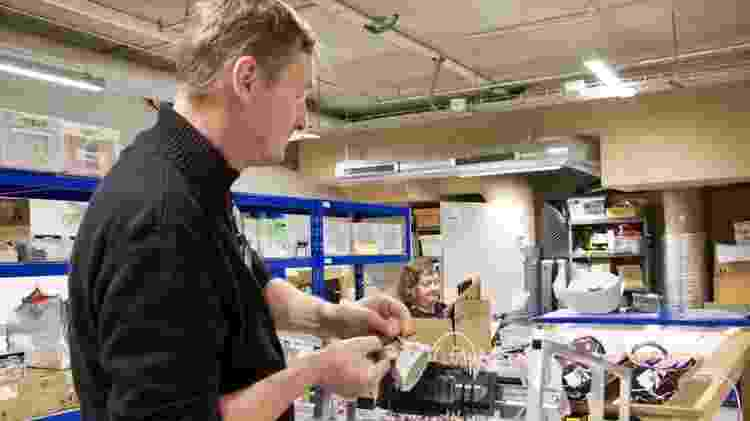 A empresa UVD triplicou a produção de seus robôs desinfetantes - BBC - BBC