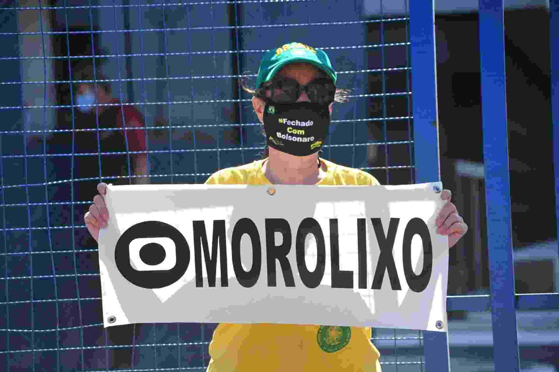 Apoiadores de Sérgio Moro e Jair Bolsonaro protestam durante depoimento do ex-ministro na PF de Curitiba - Eduardo Matysiak/Futura Press/Estadão Conteúdo