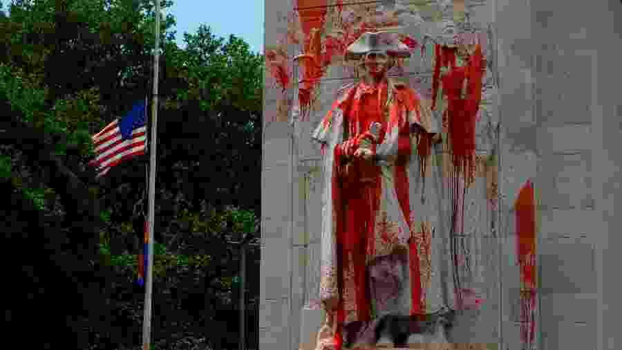 29.jun.2020 - Estátua de George Washington, em Nova York, foi manchada com tinta vermelha - Jason Szenes/Efe
