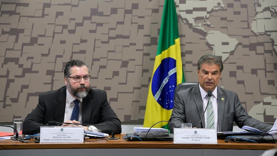 O ministro das Relações Exteriores, Ernesto Araújo, e o presidente da Comissão de Relações Exteriores do Senado, senador Nelsinho Trad (PSD-MS), em reunião em 5 de março de 2020. - Pedro França/Agência Senado