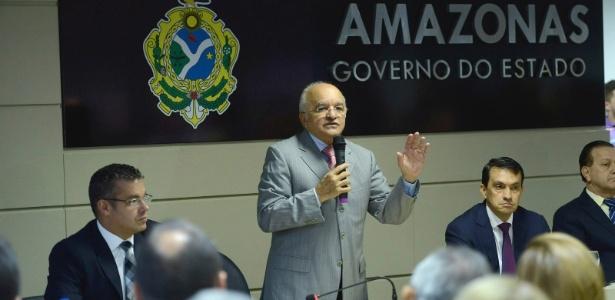 José Melo diz não pensar em acabar com a terceirização na administração de presídios