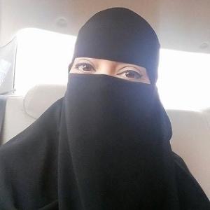 Brasileira Débora Garcia mostra maquiagem usada na Arábia Saudita