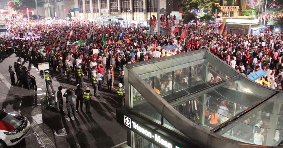 18.mar.2016 - Manifestantes protestam na avenida Paulista, em São Paulo, a favor do governo da presidente Dilma Rousseff