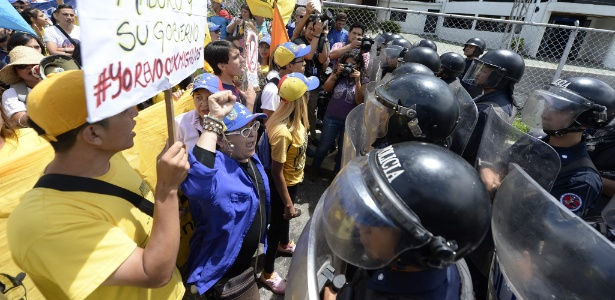 Manifestantes protestam contra o presidente Nicolás Maduro em Mérida, na Venezuela