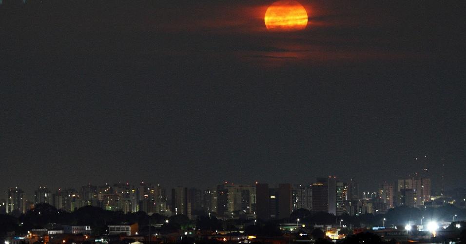 Superlua colore o céu de Manaus nesta segunda-feira (14), quando o satélite atinge a menor distância da Terra desde 1948