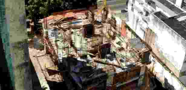 Obra do edifício La Vue, localizado na ladeira da Barra, área nobre de Salvador, foi embargada por ação judicial - BBC