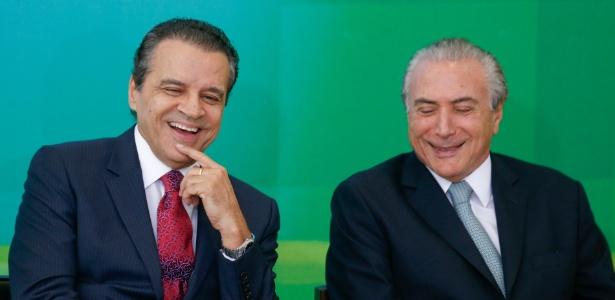 Henrique Alves (à esq.) e Temer na posse do primeiro como ministro do Turismo em 2015