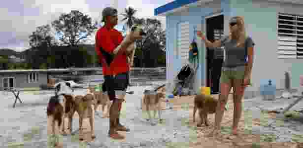 Nem o furacão Maria separou Gary Rosario e Sandra Harasimowicz de seus animais de estimação - Carlos Garcia Rawlins/Reuters - Carlos Garcia Rawlins/Reuters