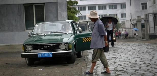 Modelo da Volvo usado como táxi na província de Gangwon, na Coreia do Norte - Voice of America