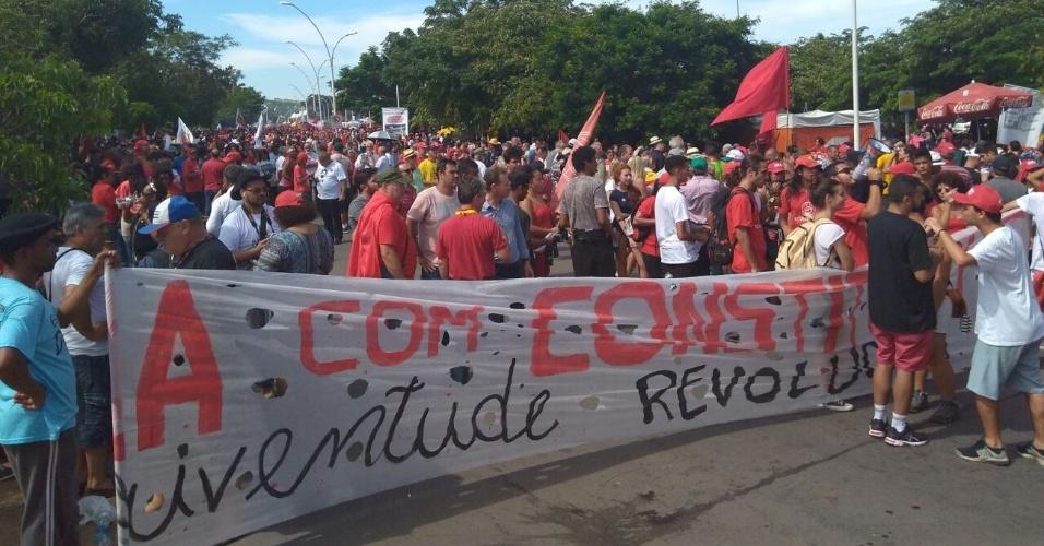 Manifestantes pró-Lula aguardam resultado do TRF-4. De acordo com o movimento Frente Brasil Popular, cerca de 40 mil pessoas aguardam o julgamento de Lula em torno do Anfiteatro Pôr do Sol no Guaíba, em Porto Alegre