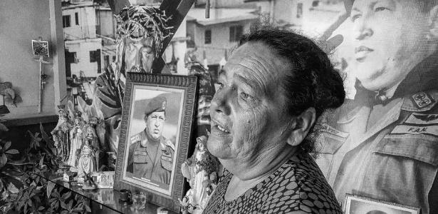 Elizabeth Torres, de 62 anos, é devota de Chávez e uma espécie de guardiã informal da Capela Santo Hugo Chávez - Yan Boechat/DW