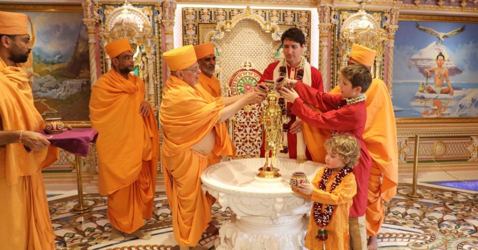 Trudeau e seus filhos Xavier e Hadrien no templo Swaminarayan Akshardham