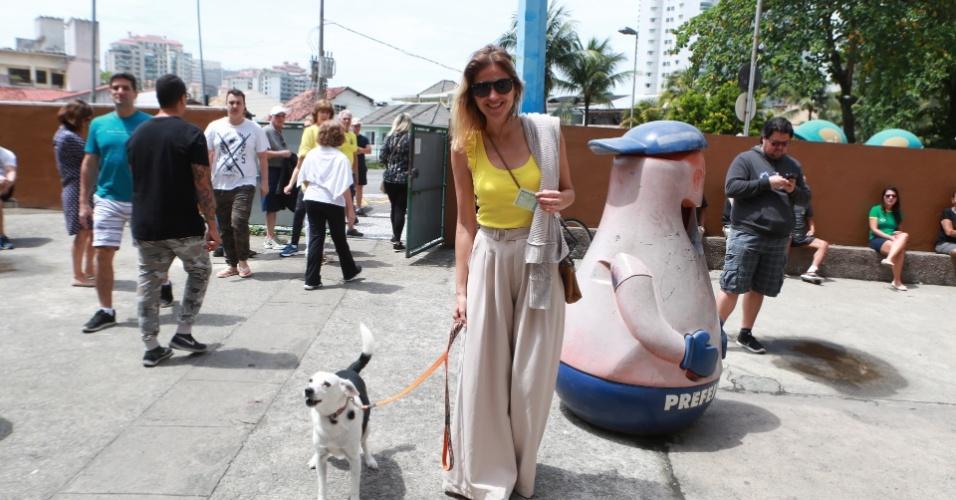 Ellen Jabour vota na Barra da Tijuca, na zona sul do Rio