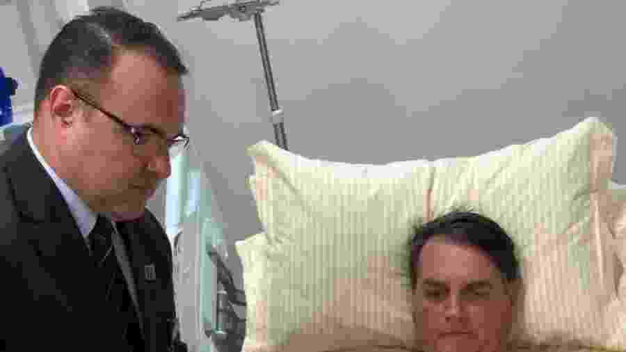 31.jan.2019 - O presidente Jair Bolsonaro (PSL) despacha de quarto do hospital Albert Einstein, em São Paulo - Divulgação/Presidência da República
