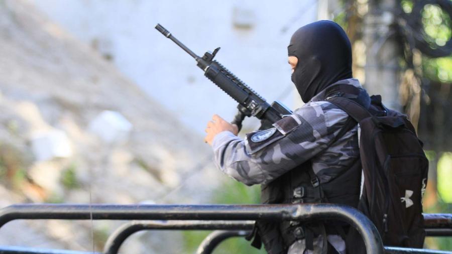 28.jan.2019 - Policial militar participa de operação em favela na zona sul do Rio de Janeiro  - JOSE LUCENA/FUTURA PRESS/FUTURA PRESS/ESTADÃO CONTEÚDO