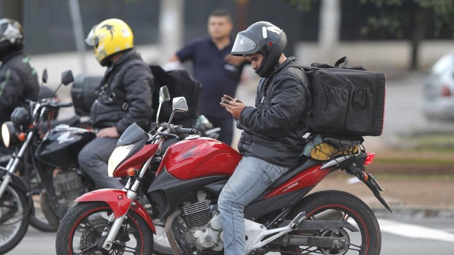 Sistema das plataformas de delivery também dificulta serviço de entrega, diz entregador - Reinaldo Canato/UOL