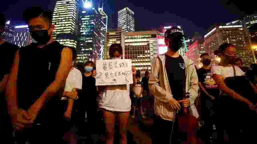Estudantes fazem protesto a favor de uma reforma política do lado de fora do prédio da prefeitura de Hong Kong - Kai Pfaffenbach/Reuters