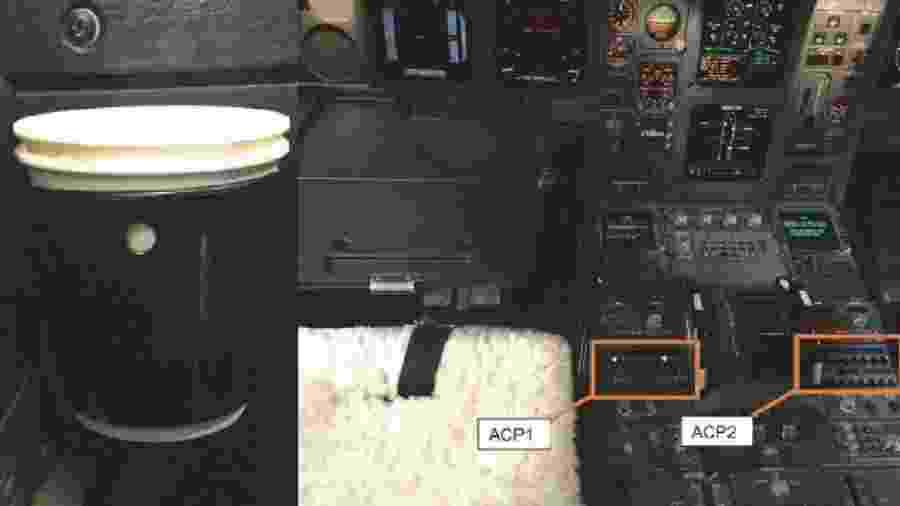 Porta-copos do avião e seus painéis de controle ACP1 e ACP2; relatório aponta que um dos botões derreteu com o café - AAIB