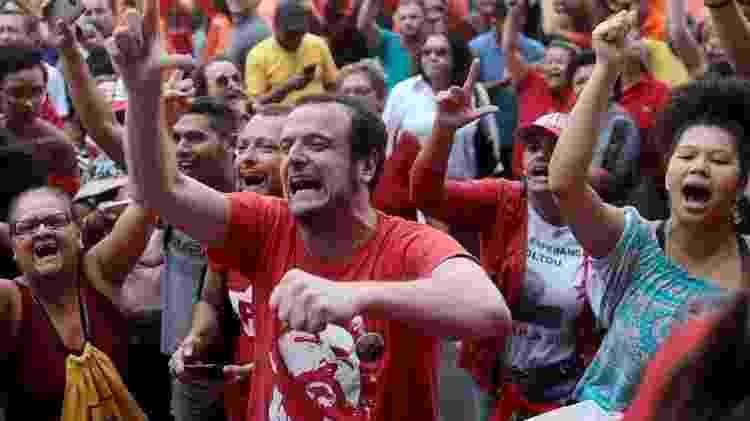 Militantes e sindicalistas foram até sede do Sindicato dos Metalúrgicos do ABC para acompanhar Lula antes de sua prisão, em abril de 2018 - Reuters