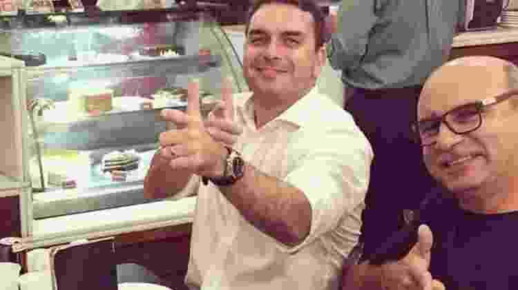 Queiroz (à dir.) é ex-motorista e ex-segurança do hoje senador Flávio Bolsonaro, filho do presidente - Reprodução/Instagram - Reprodução/Instagram