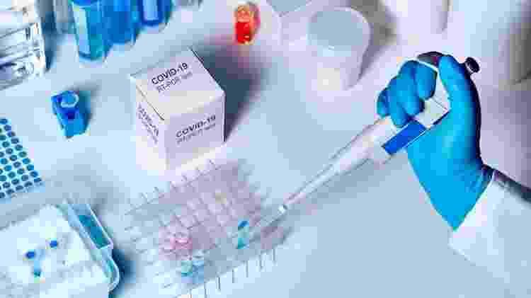 Estudos defendem que as estratégias de fusão e aquisição das farmacêuticas amplia seus custos de desenvolvimento e faz com que o público acabe pagando bem mais caro pelos medicamentos - Getty Images - Getty Images