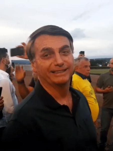 """""""Podia ter destruído a fita. Decidimos manter"""", diz Bolsonaro a apoiadores - reprodução/Facebook"""