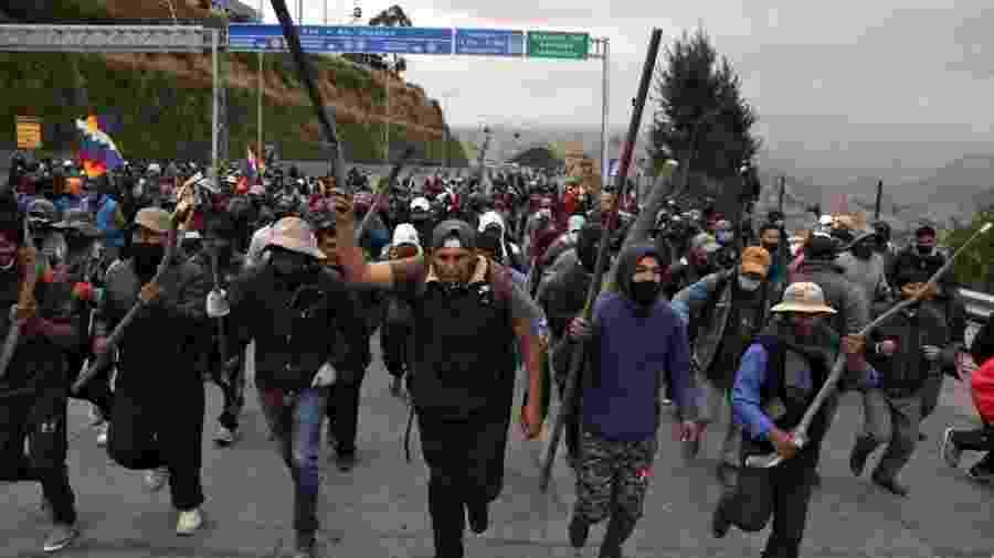 Manifestantes favoráveis a Evo Morales bloqueiam estrada entre La Paz e El Alto após eleições serem adiadas novamente na Bolívia - Luis Gandarillas/AFP