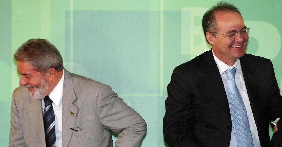 19.set.2007 - Presidente Luiz Inácio Lula da Silva e o senador Renan Calheiros durante cerimônia de assinatura de decreto que institui o Comitê nacional de Mobilização pela Segurança e Paz no Trânsito, no Palácio do Planalto, em Brasília
