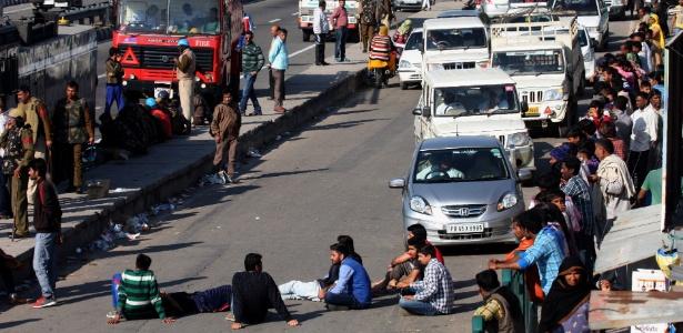 21.fev.2016 - Manifestantes da comunidade jat bloqueiam rodovia próxima a Nova Déli