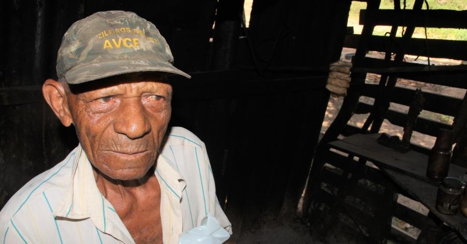 23.dez.2016 - Trabalhador rural Jose Dias, 86, mostra a cozinha da casa