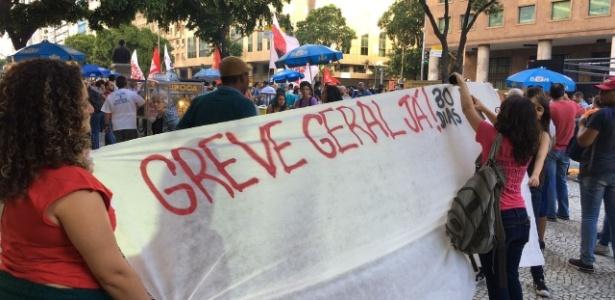 Durante protesto contra a reforma da Previdência na Candelária, Rio de Janeiro, manifestantes convocam para greve geral em abril