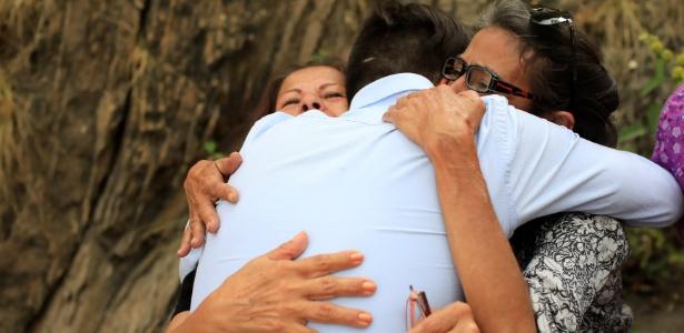Opositores libertados na Venezuela se reencontram com parentes