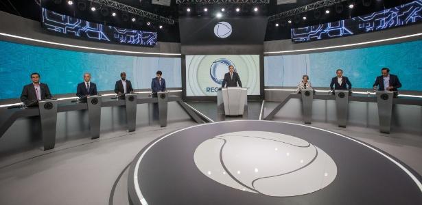 Candidatos durante o debate para governadores de São Paulo, na Record