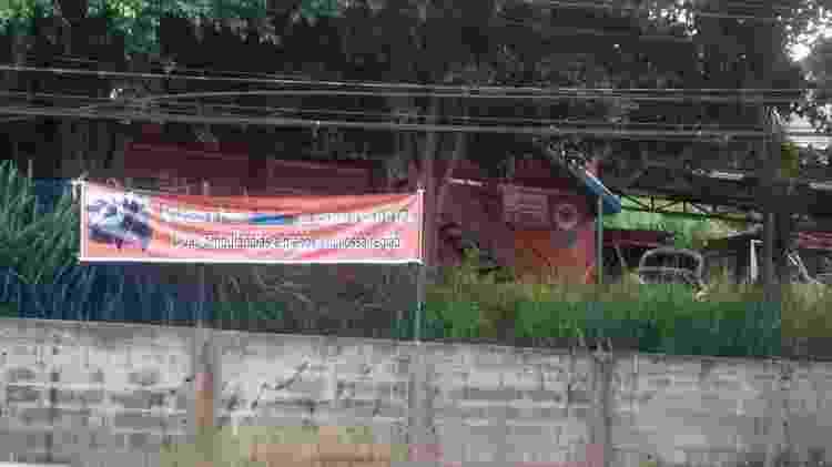 Base modular do Samu no Jardim Ângela, que será fechada pela prefeitura, amanheceu na última quarta-feira (27) com uma faixa de protesto - Reprodução