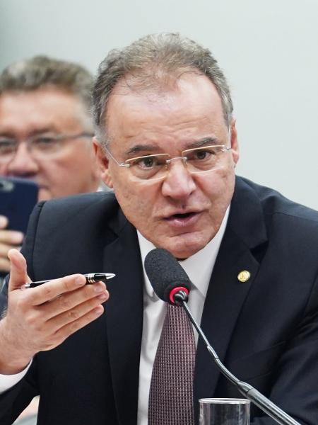 Deputado Samuel Moreira (PSDB-SP) apresenta seu parecer na comissão - Pablo Valadares/Câmara dos Deputados
